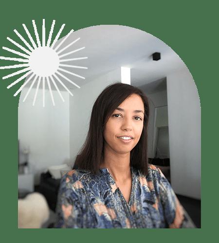 Portrait d'OUARDA , pour OLA Coaching avec un soleil en effet miroir